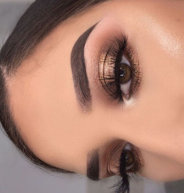 eye makeup looks, best eye makeup looks, neutral eyemakeup looks, natural makeup, evening makeup , eye makeup ideas 2020, gold glitter eye makeup looks, glitter eye makeup, glam eye makeup looks #eyemakeup