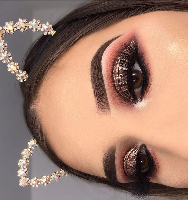 eye makeup looks, best eye makeup looks, neutral eyemakeup looks, natural makeup, evening makeup , eye makeup ideas 2020, gold glitter eye makeup looks, glitter eye makeup, glam eye makeup looks #eyemakeup summer eye makeup looks