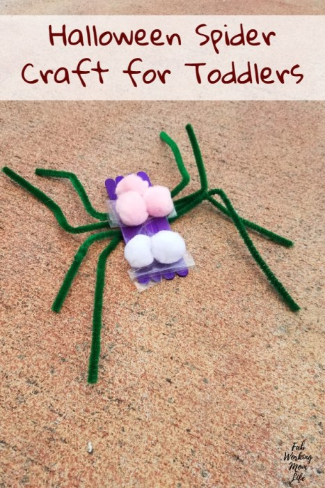 Easy and Fun Halloween Spider Craft for Toddlers | Fab Working Mom Life #parenting #fall #toddlers #toddleractivity #fallactivities #preschooler #toddlercraft #halloween #spiders #spidercraft #halloweencrafts