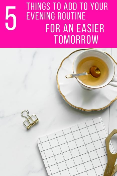 5 things to add to your morning routine for an easier tomorrow! Rock your busy working mom schedule with this evening routine checklist and organization tips! | Fab Working Mom Life #workingmom #workingmomlife #productivity #productivitytips #eveningroutine #schedule #planner