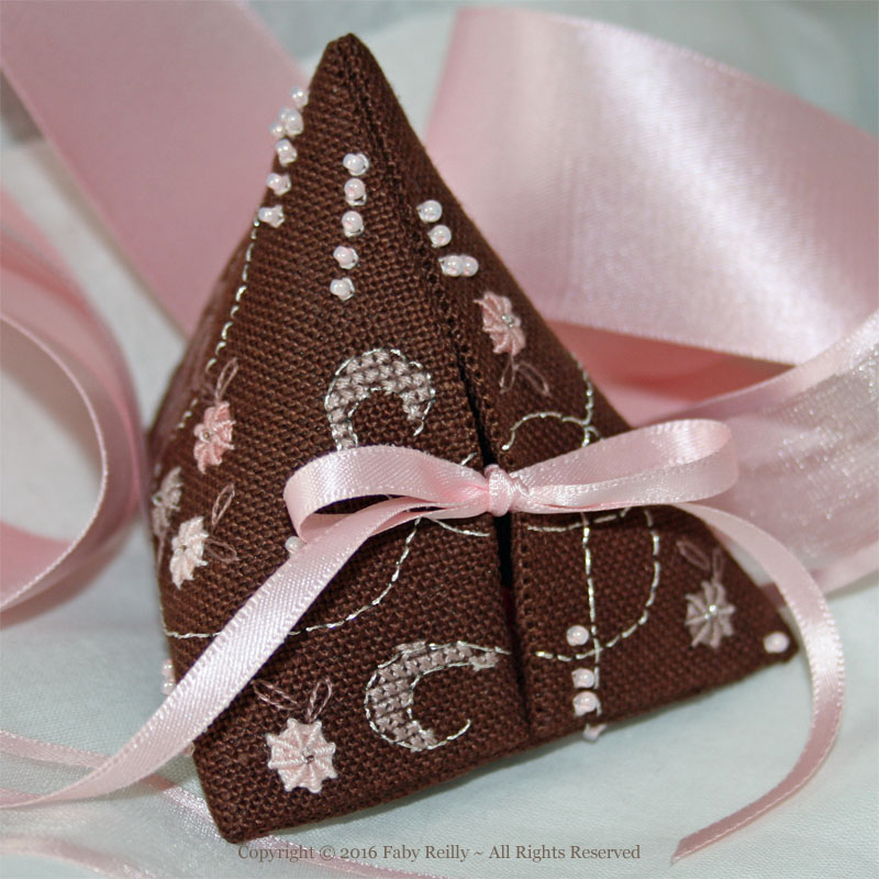 Rose-Chocolat Humbug - Faby Reilly Designs