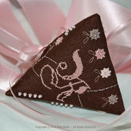 Rose-Chocolat Humbug – Faby Reilly Designs
