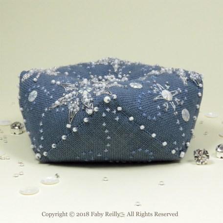 Biscornu Let it Snow – Faby Reilly Designs