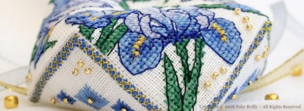 Biscornu Iris Bleu