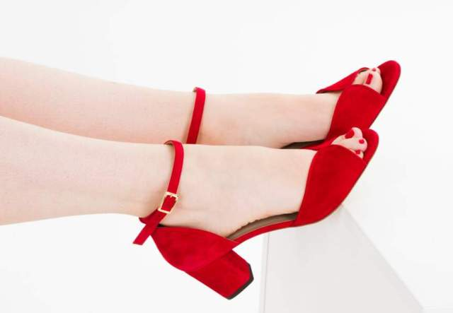 Chaussures confortables : le style glamour d'Amélie Launay