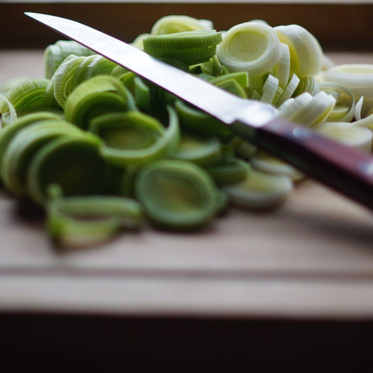 comment couper et eplucher un poireau