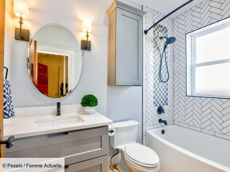 espace dans une petite salle de bain