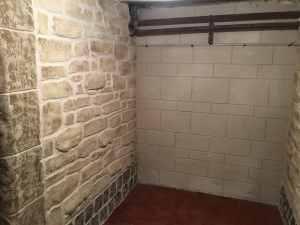 Rénovation murs intérieurs imitation pierre