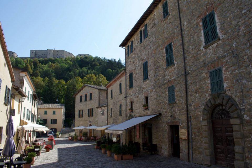 Il centro del Borgo di San Leo e la Fortezza
