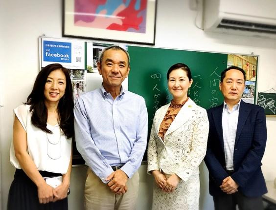 左から商品企画部 大山聡子様、代表取締役社長 大山隆久様、当会代表理事 深井仁美、営業部 中野泰行様