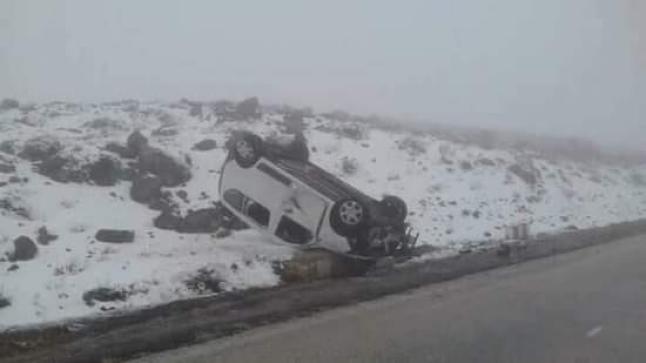 """طاقم """"دوزيم"""" بفاس يتعرض لحادثة سير في الحاجب بسبب الثلوج"""