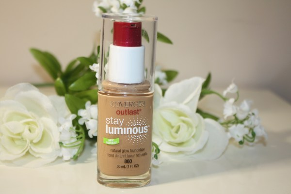 Covergirl-Outlast-Stay-Luminous-Natural-Glow-Foundation-Review-001