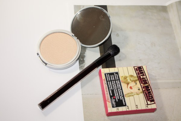 theBalm-Mary-Lou-Manizer-Highlighter-maryloumanizer002