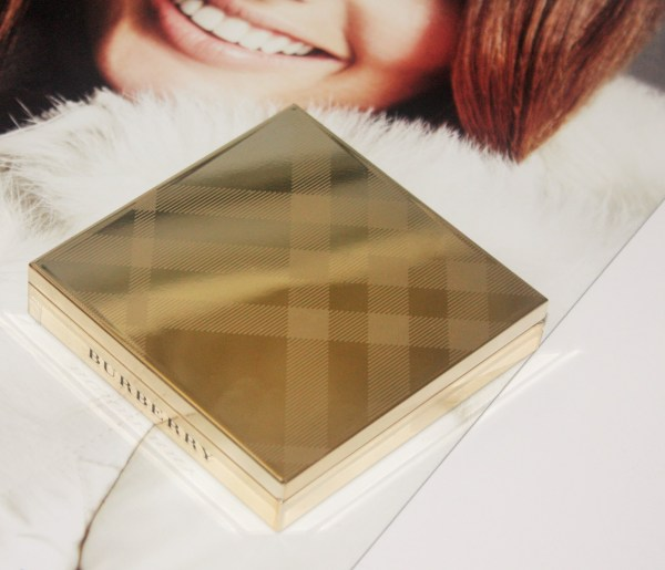 burberry_goldglowpowder-BURBERRY-Gold-Glow-Fragranced-Luminising-Powder005
