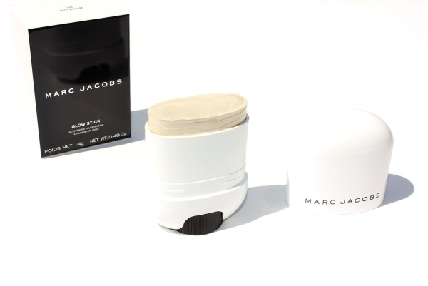 Marc Jacobs Beauty Glow Stick Glistening Illuminator-spotlight-highlighter-review-002