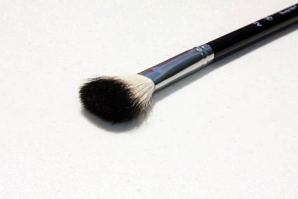 The Only Highlighting Brush You Need -Anastasia Beverly Hills Brush #23-002