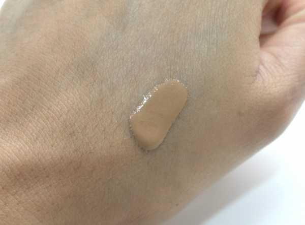 becca-aqua-luminous-perfecting-foundation-2