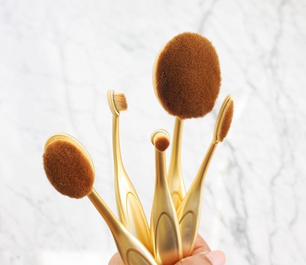 photo-finish-oval-makeup-brushes-002