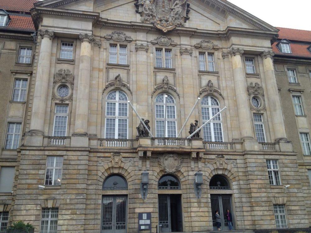 Eingang des Kammergerichts (Oberlandesgericht des Landes Berlin)