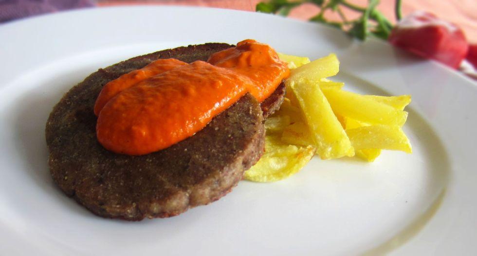 Seitán con salsa de pimientos de piquillo