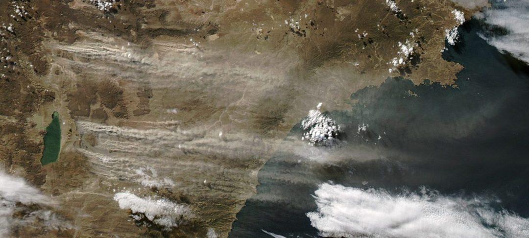 Dust plumes off Argentina. Lago Colhue-Huapi at center left. Aqua MODIS image, 2013. NASA.