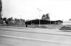 The Lake Oswego Safeway. Mural in progress on right. 1964 Photo: LO. Public Library