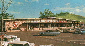 """This 1968 Safeway in Alamo, CA displays the shallow pitched roof of what is colloquially referred to as the """"Gable style"""" Marina."""