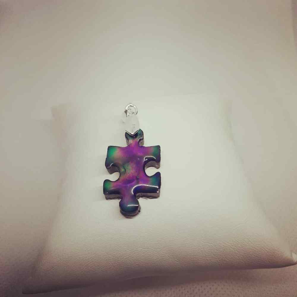 Mood color changing pendant