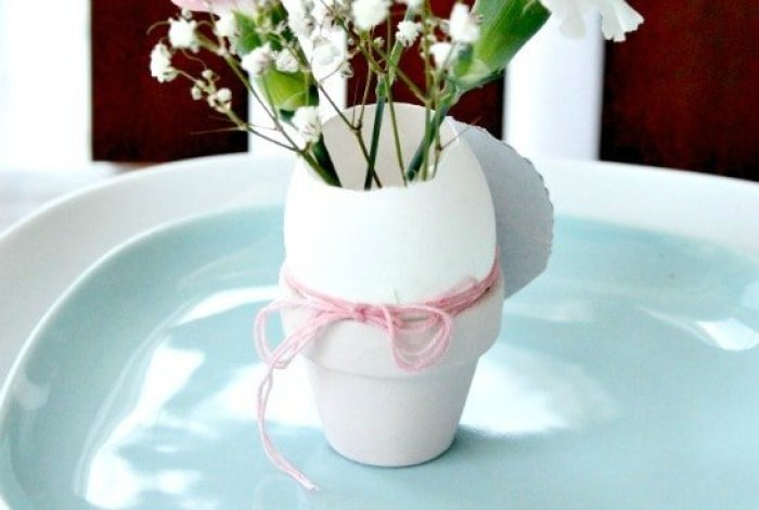 Easter place cards diy, Easter Egg Place Holders, Easter place setting, Easter place setting ideas, how to color eggs, pretty Easter eggs, how to dye Easter eggs, beautiful Easter eggs, natural egg dyes, natural egg decorating,