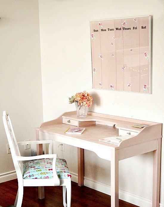 craft room desk,craft room inspiration, craft room calendar, refinished craft room desk, pretty desk, pretty organizing calendar, craft room containers, pretty craft room containers, diy craft room containers, mason jar containers, Craft room, DIY Craft rooms, DIY craft websites, DIY Home Decor, Organization, Craft Organization,