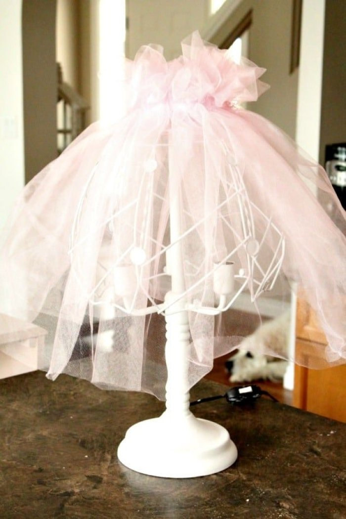 Failed DIY shabby chic lamp makeover with pink tulle.  diy shabby chic lamp, shabby chic, shabby chic lampshade ideas, shabby chic lamp