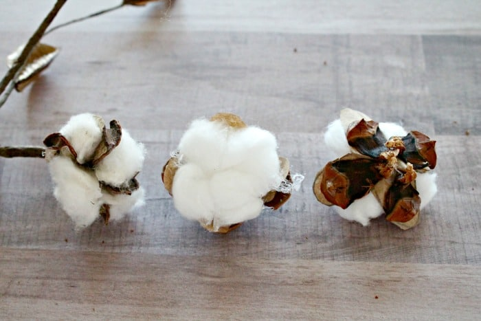 The stages of making a handmade cotton boll. DIY cotton branches, cotton pod, DIY cotton stems, DIY cotton balls DIY, art and craft, DIY crafts, cotton branches, cotton craft, cotton ball crafts,