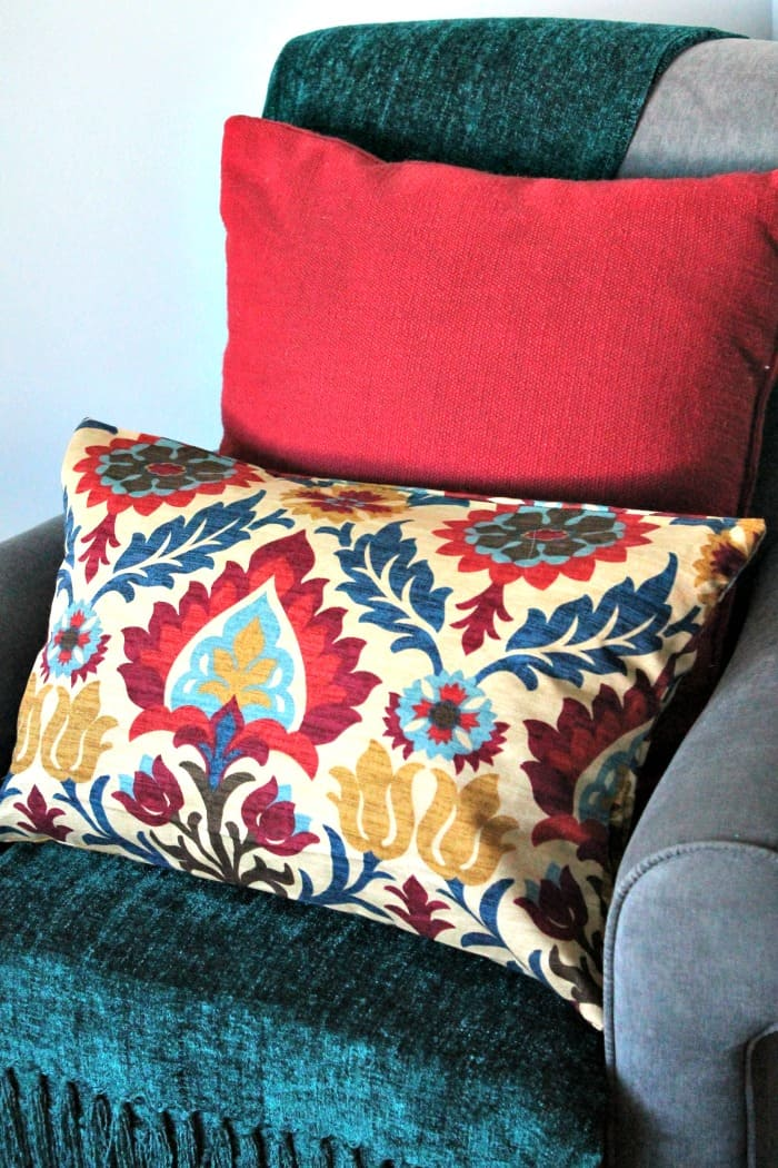 sewing decorative cushions, diy cushion covers, sewing cushion cover, appliqued cushion covers, fall cushion covers.