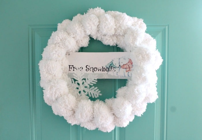 DIY Christmas Wreath, Making Pom Poms, Snowball, DIY Wreath, Snowball Door Decorations, Snowball Wreath