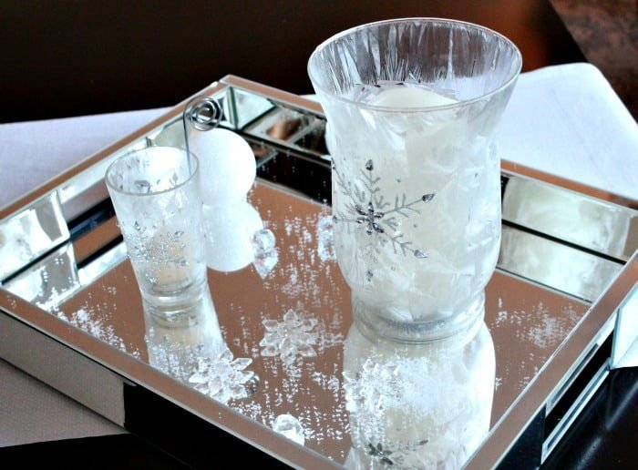 A simple Centerpiece that's all white for Christmas. An DIY centerpiece idea that adds sparkle and bling to Christmas