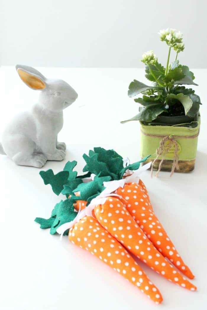 carrot decoration, Easter decorating ideas, Easter crafts, Spring decorations, DIYSpring decor, Spring decorating ideas, miniature carrots