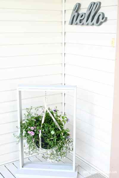 Front porch with a DIY plant hangar made as an easy woodworking project. DIY Wood Hanging basket for the front step. DIY Planters, DIY Pot hangers, DIY Hanging Pots, DIY Hanging flower pot, DIY outdoor hanging planter.