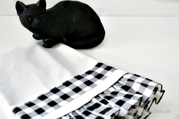 A sewn buffalo check table runner for Halloween. A pretty Halloween craft project.