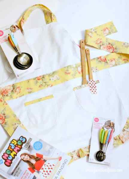 DIY Christmas Gift for a kid. A Child's DIY Apron