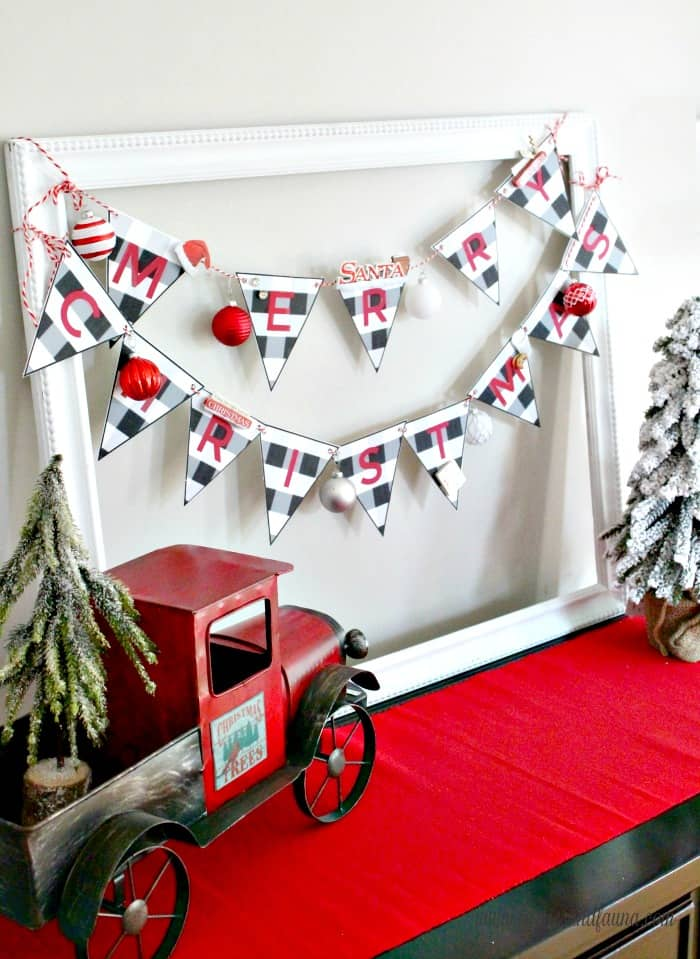 A Christmas craft for kids, a Christmas banner that is easy enough for children to make.