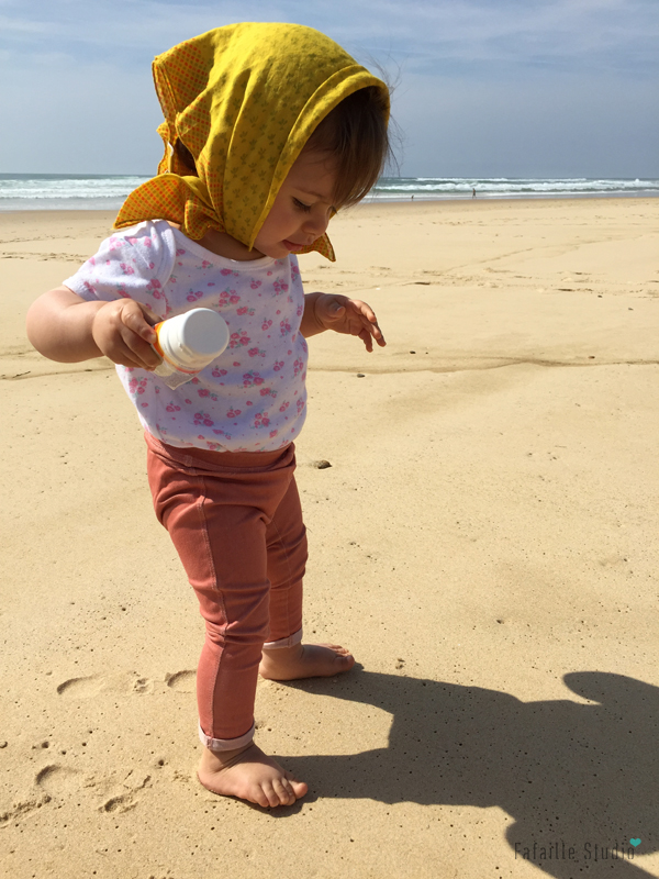 Marcher pour la première fois dans le sable