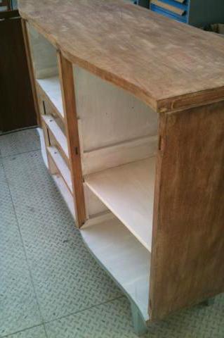 Poncer un meuble en bois