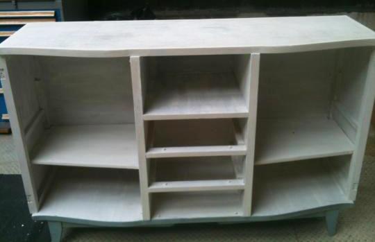 Appliquer une sous couche sur un meuble en bois avant peinture