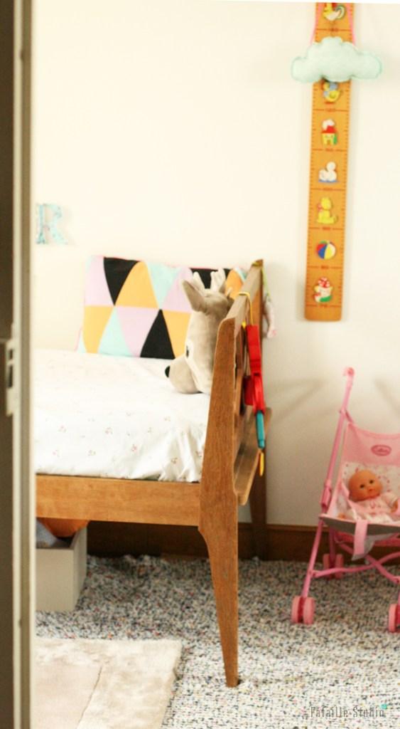 un lit daybed pour bébé
