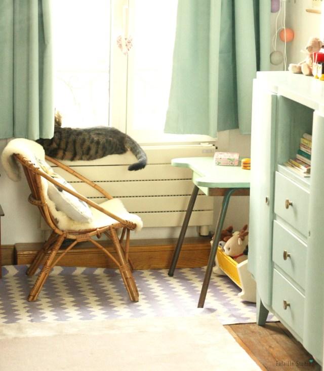 Bureau, commode et lit chinés pour chambre bébé