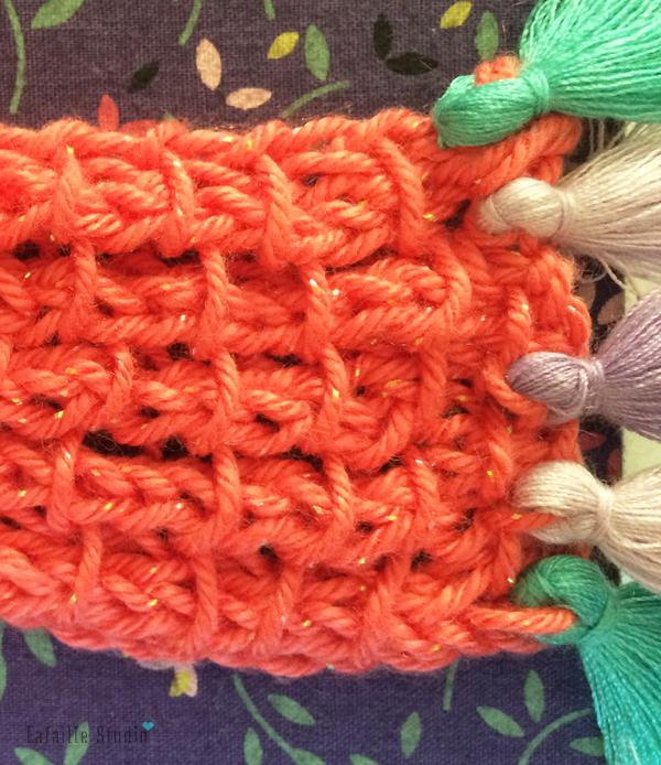 Tricoter un marque-page à pompons