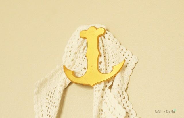 Ancre dorée vintage d'une grande enseigne de couture