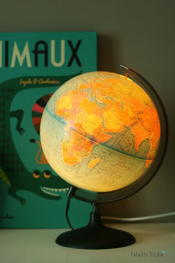 Globe terrestre lumineux vvintage