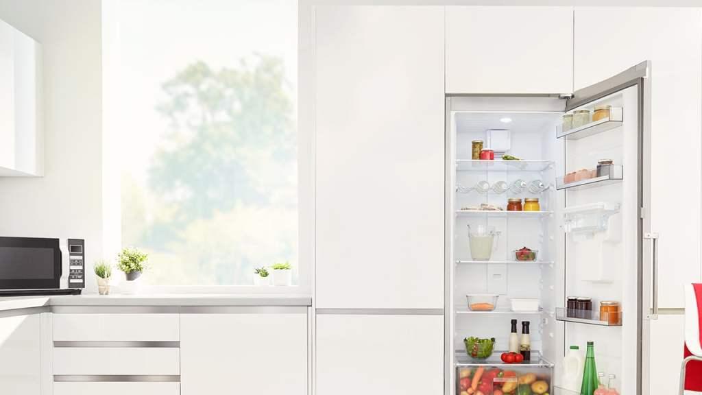 Kombinovani frižider Sharp 268 l (184+84) SJ-BB04DTXWF kuhinja