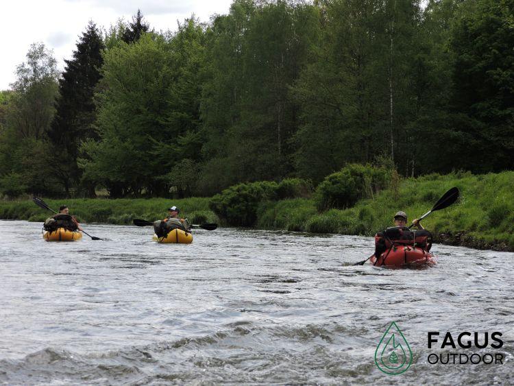 Packraften in de ruigste riviervallei van België, de Semois. Op en top microavontuur!
